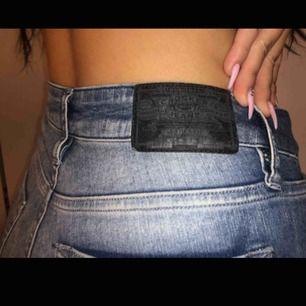 Super snygga jeans från crocker! Kommer tyvärr inte till någon användning :( endast prövade. Passar en S-M