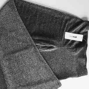 Utsvängda byxor från Gina trico. Prislapp kvar. (Första bilden är lånad). Övrigt.