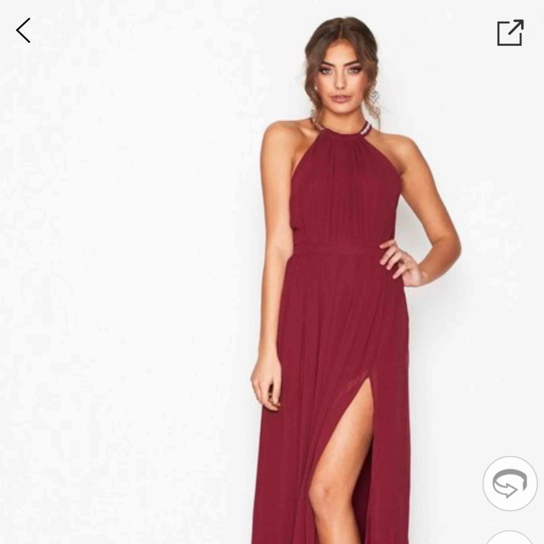 En jättefin balklänning från Nelly. Aldrig använd. Säljer den pga att köpte två och kan inte lämna tillbaka. Den är jättebra inför bal eller finare tillställningar. Skriv för mer bilder. . Klänningar.