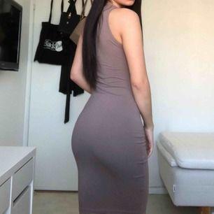 Fin brun klänning, har aldrig använt!
