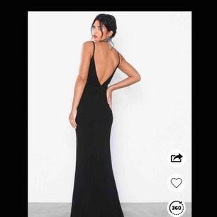 Superfin balklänning som är använd 1 gång endast till att ta foton med. Den är ganska tajt så passar en stl S/M👗✨