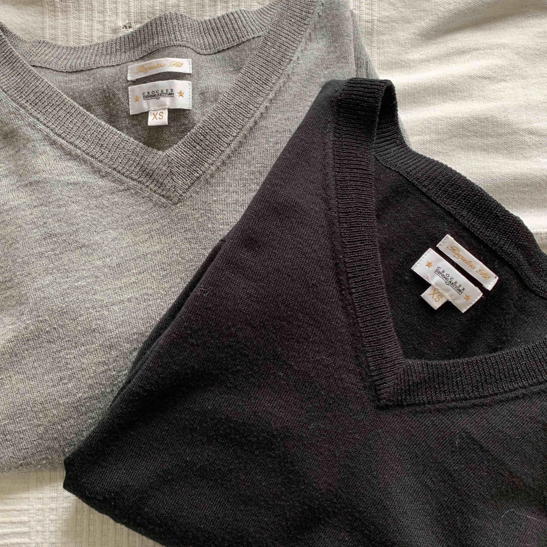 Grå och svart tröja från JC (Crocker). Båda är i bra skick. 1 för 119kr och båda för 199kr. Priset är exklusive frakten . Tröjor & Koftor.