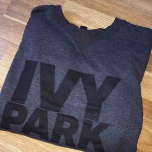 grå IVYPARK tröja, köparen står för frakten.