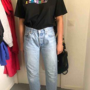 Vintage 501 Levi's jeans W.30 L.32 men liten i storleken, de är i fint skick. 300kr och frakt ingår i priset. Priset går att diskuteras!