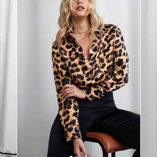 Leopardmönstrad skjorta. Storlek S, aldrig använd. Kan mötas upp i Västerås eller skickas mot frakt. Köptes för 495kr