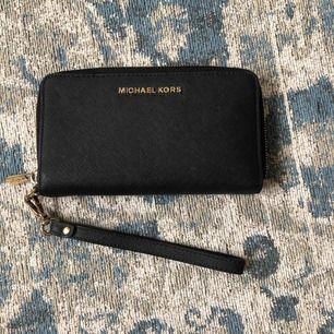 Säljer min äkta Michael korsplånbok som är använd!