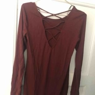 Fin långklänning med snörning i ryggen🌸🌸 vinröd