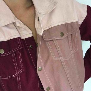 Rosa/röd jeans jacka som är helt ny