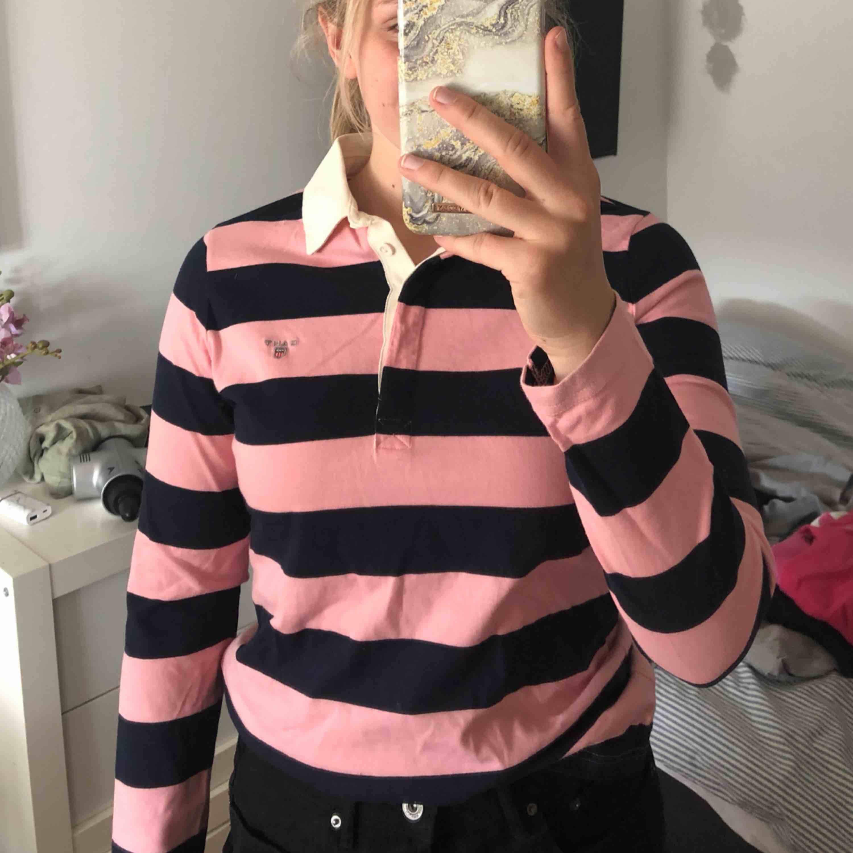 Randig Gant piké långärmad tröja. Riktigt bra skick och väldigt fin. . Skjortor.