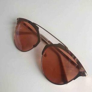 Solglasögon från Gina tricot. Felfritt skick. Frakt: 20kr.