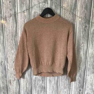 Stickad tröja från H&M. Flitigt men varsamt använd Pris exkl. frakt
