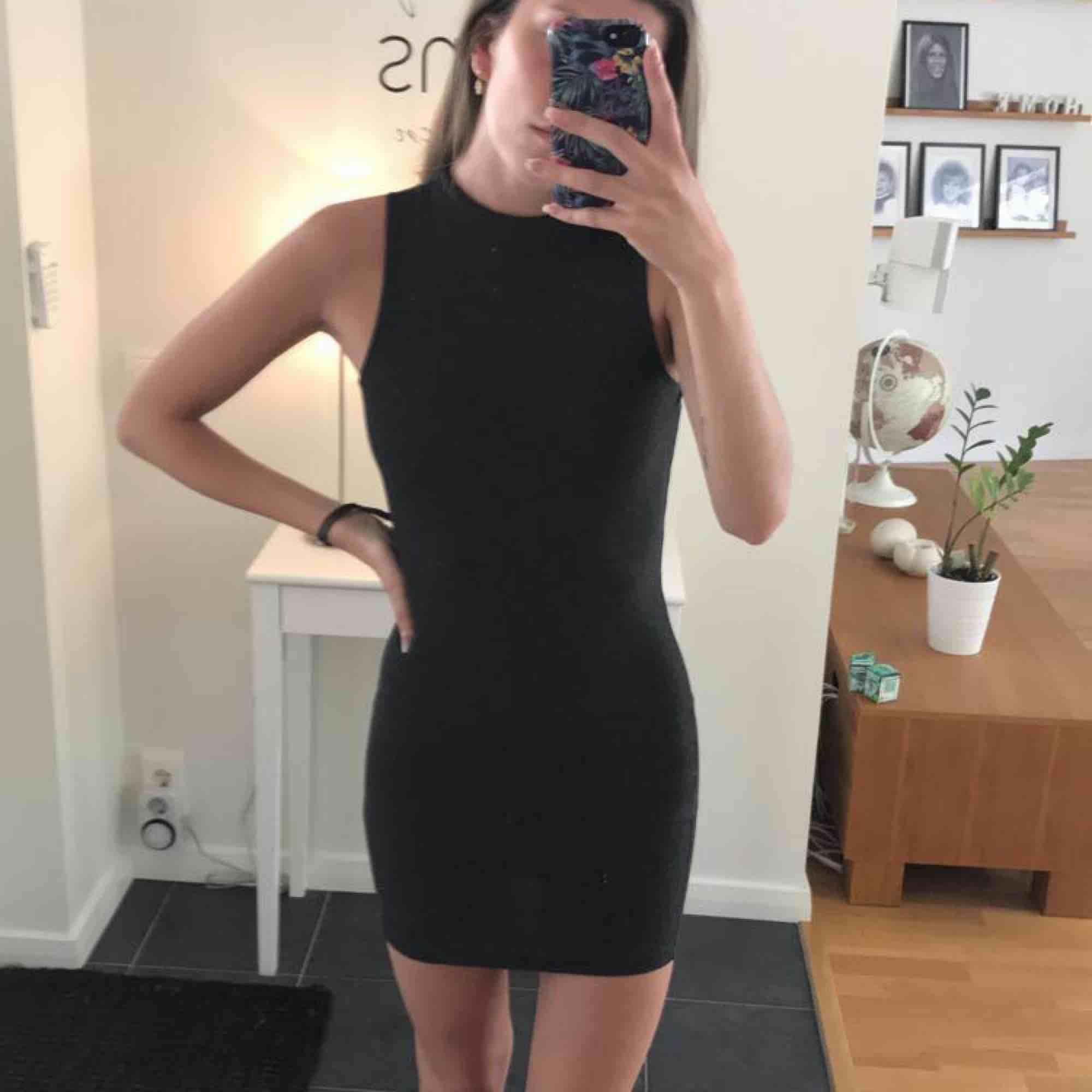 Jättefin klänning från Gina! Använd fåtal gånger! . Klänningar.