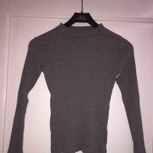 En mycket fin långärmad tröja från Cubus. Säljs pågrund av att jag inte har nån plats.  Använd fåtal gånger (2/3 ggr)