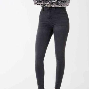 Svarta Molly jeans från Gina, använda 2ggr