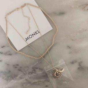 Frakt ingår i priset! Helt nytt och ouppackat halsband från Monki🤩 råkade beställa två och hittar inte retursedel.  Ord pris 150kr