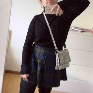Söt kjol från H&M Har ej swish så kan bara ta emot kontanter, möts upp inom stockholm eller hämtas i vällingby🌸