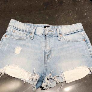 Säljer Jeans shorts från River Island billigt. säljer pga att det är försmå. Sparsamt använda. Kontakta för mer info och bilder :)