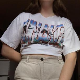 Säljer denna croppade tshirt med najs tryck!