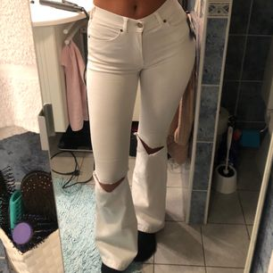 Säljer ett par helt nya bootcut jeans som är väldigt stretchiga och bekväma💕