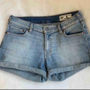 Snygga jeansshorts från crocker, tyvärr för små för mig! Köparen står för frakt 🌻