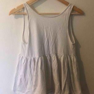 Gulligt linne till sommaren, knappt använt. Inget fel på det, använd bara inte. Tar swish, köparen betalar frakt