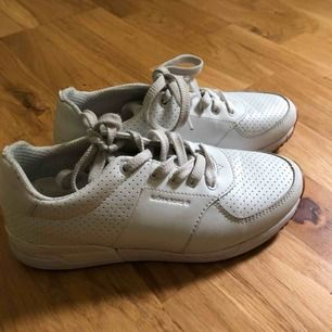 Vita sneakers Björn Borg storlek 37