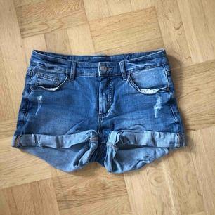 Blåa jeansshorts från Kappahl. Strl S. Köparen står för frakt.