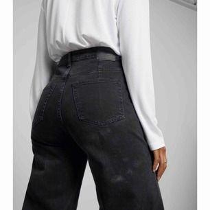 Svarta Ace jeans från Weekday. I princip inte använda så i väldigt gott skick. Säljer då jag inte får någon användning av dem. De ser i princip exakt ut som på bilderna🙏🏼 helt slut på hemsidan
