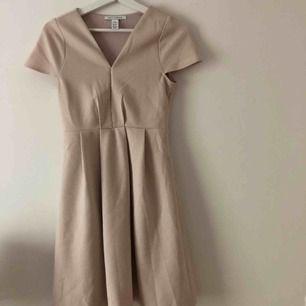 Somrig klänning från Nelly storlek xs.
