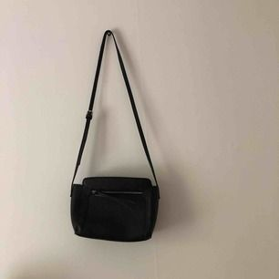 Handväska från stradivarius