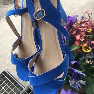 As fina blåa klack skor från belle shoes💞 Har ej swish så kan bara ta emot kontanter, möts upp inom stockholm eller hämtas i vällingby🌸