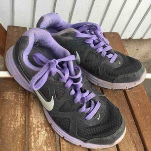 Lila Nike skor💖 Har ej swish så kan bara ta emot kontanter, möts upp inom stockholm eller hämtas i vällingby🌸