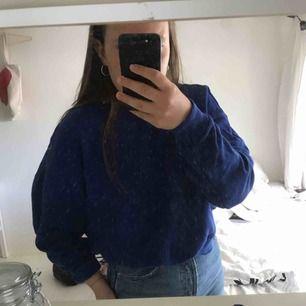 Skitfin blå sweatshirt från hm, jättebra skick. Säljer pga får igen användning av den