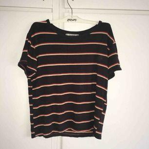 Söt T-shirt från Pull and Bear. Bra skick och skönt material. Frakt ingår i priset och jag tar swish.