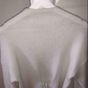 En helt oanvänd stickad tröja från Chiquelle!