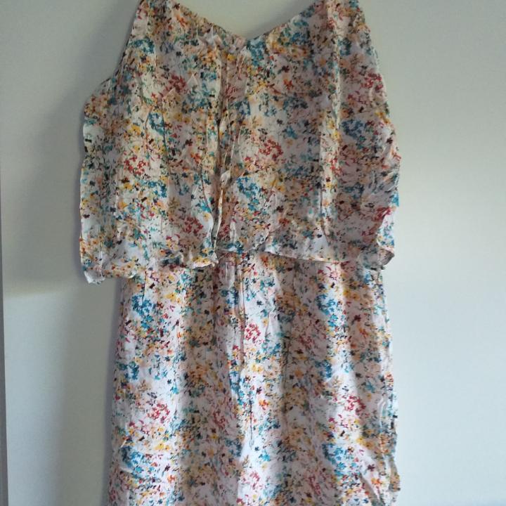 Fin sommar klänning från Esprit  . Klänningar.