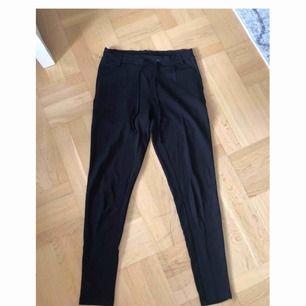 Sköna och snygga byxor i storlek S. Köparen står för frakt.