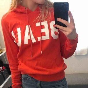 Skön, härlig hoodie från hm. Den är i fint skick och superskön!❣️