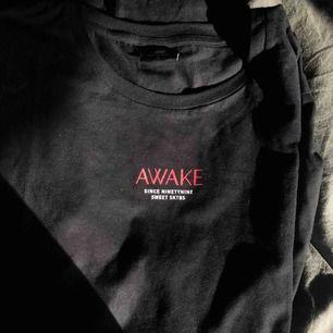 Säljer denna sweet sktbs t-shirt, helt oanvänd!