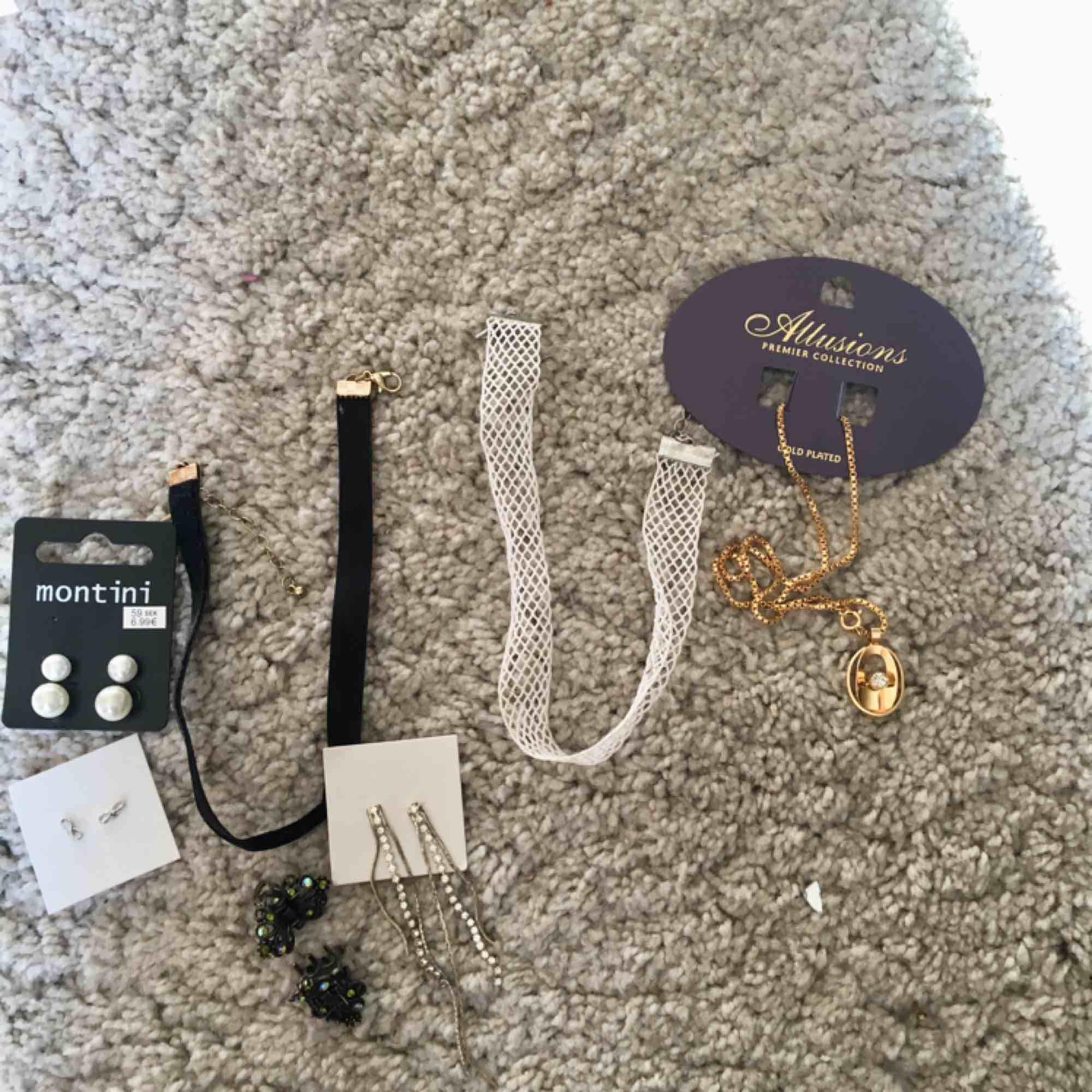 Priset är olika för varje smycke! Hör av er om ni är intresserade pris diskuteras :) . Övrigt.