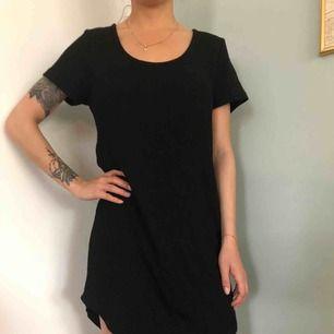 Svart T-shirt klänning oversize bikbok XS 60kr