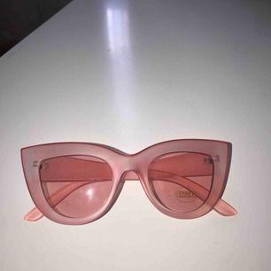 Helt nya rosa solglasögon
