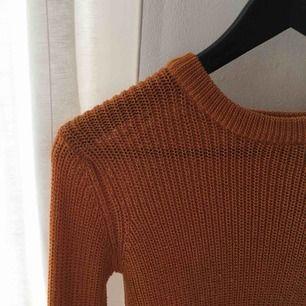 Världens skönaste stickade tröja från Pull&Bear! Används inte tillräckligt, så synd att behöva sälja!!😓 Nyskick, passar XS- S! Möts upp eller postar;)