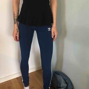 Adidas leggings mörkblåa XS 100kr  Oanvända
