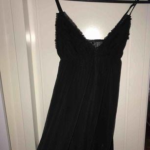 """Ett svart tunn """"natt linne"""" som aldrig är använt!  Det kommer ifrån Lindex och är i storlek s"""