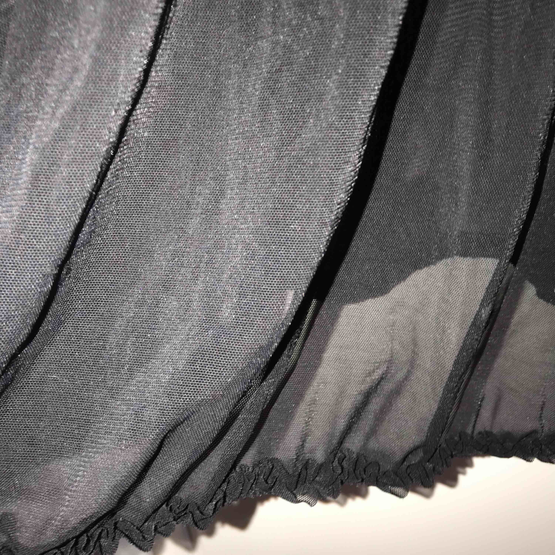 """Ett svart tunn """"natt linne"""" som aldrig är använt!  Det kommer ifrån Lindex och är i storlek s. Toppar."""