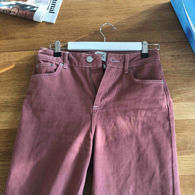 Min jeans från Urban outfitters. I jätte bra skick och säljs pågrund av förlusten storlek.  Stl W27 L32 Möts gärna upp men kan självklart skickas också. :) (oanvända). Jeans & Byxor.