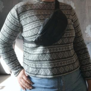 Skön tröja, inte för tjock och inte för tun. Härlig att ha en mysig kväll vid brasan 🔥