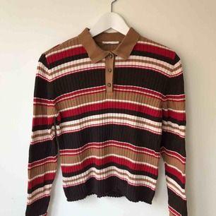 Randing stickad tröja från Monki. Säljer pga använder inte längre. Tajt.  Går bra att hämta på Södermalm annars kostar frakt 50 kr.