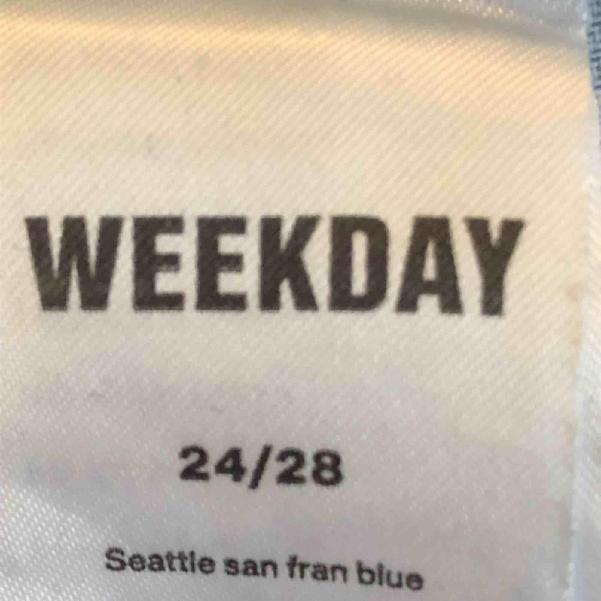 Najs Weekdayjeans i modellen Seattle, som tyvärr blivit försmå för mig i midjan. Delar på frakten!. Jeans & Byxor.
